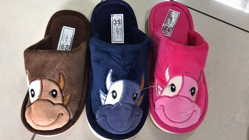 Dívčí  domácí obuv (30-35)