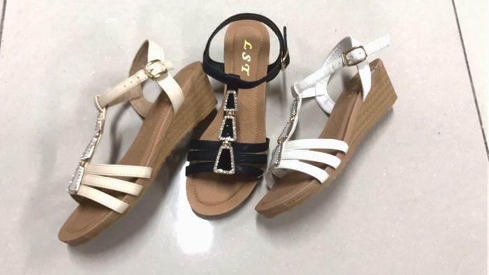 Dámské sandále na klínku  (37-42)