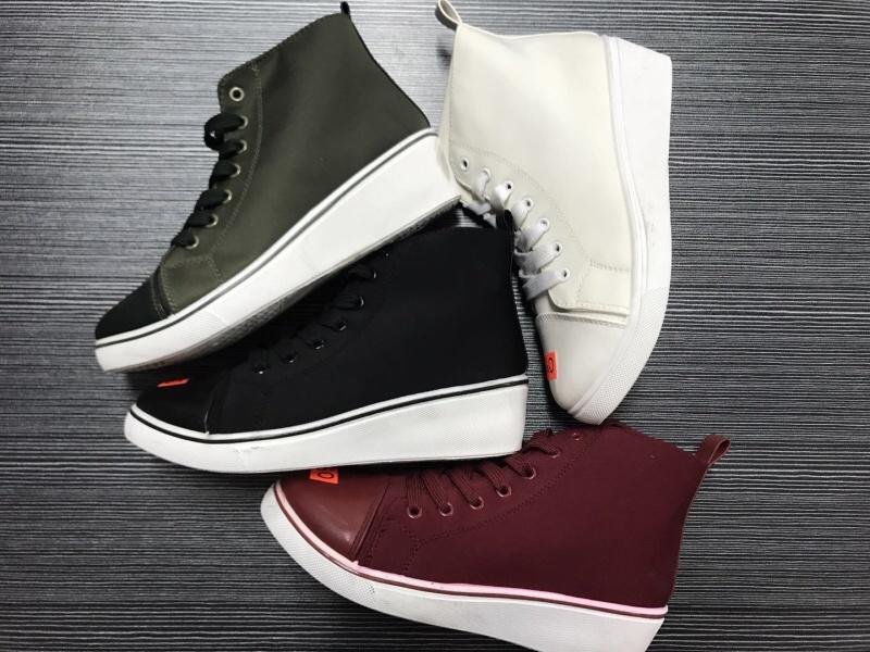 Dámská moderní  obuv na klínku   (36-41)