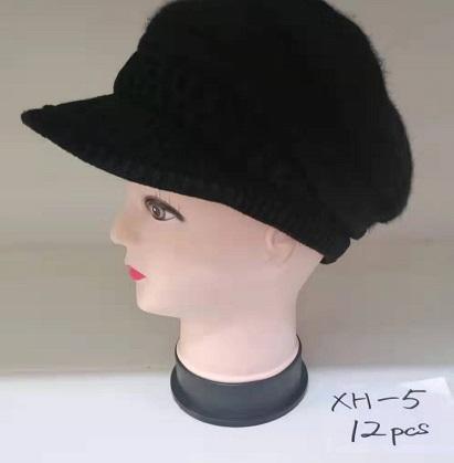 Zimní čepice s kšiltem  DELFIN