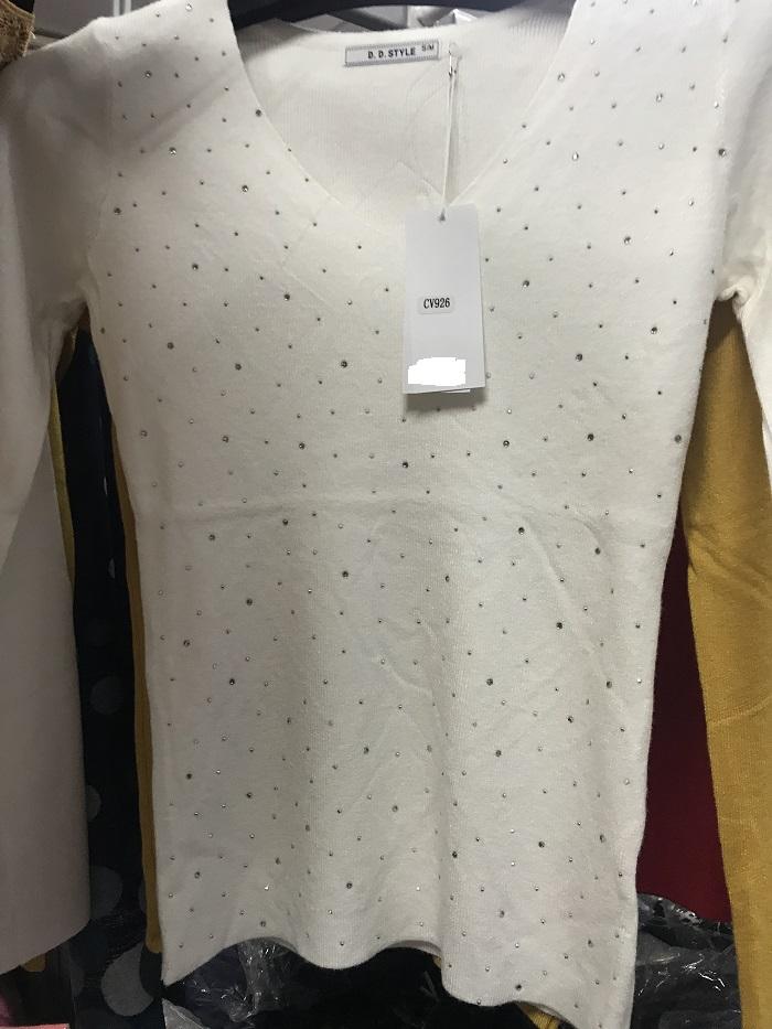 Dámský svetr s dlouhým  rukávem  (S/M--L/XL)