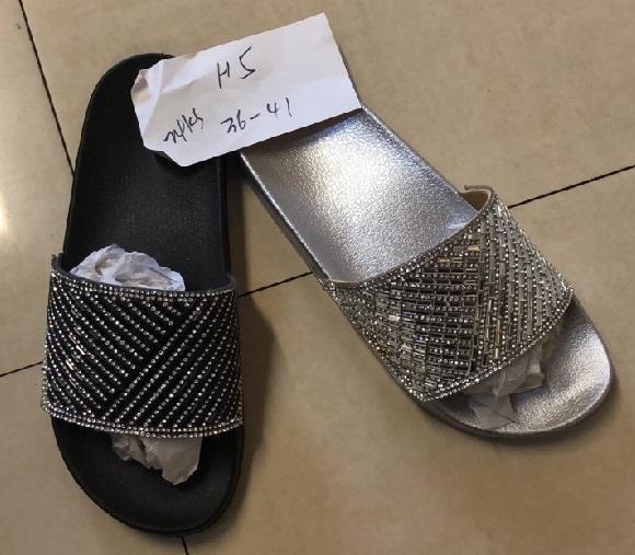 Dámské moderní pantofle  (36-41)